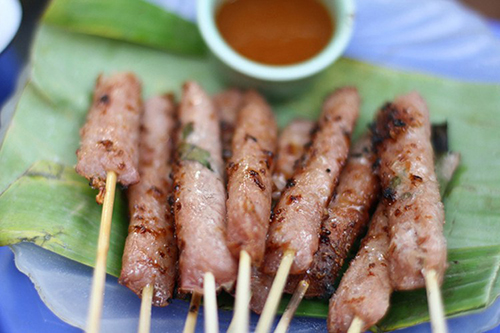 Khám phá 6 địa chỉ ăn nem chua nướng ngon ở Hà Nội 2