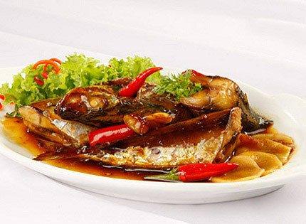 Bật mí cách kho cá nục biển ngon với tỏi ớt nhìn cực đã, ăn cực mê 1