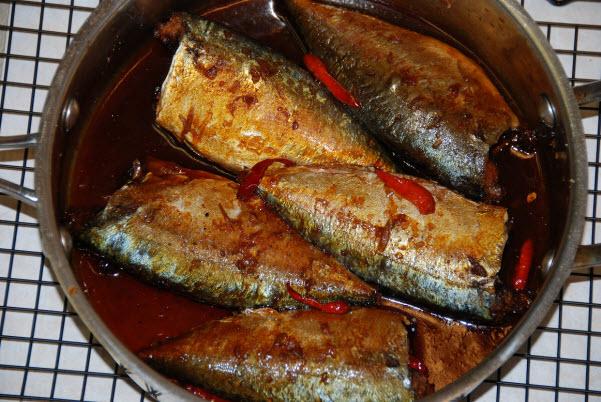 Chia sẻ 2 cách kho cá nục rim với nước mắm dậy hương đầy lôi cuốn 2
