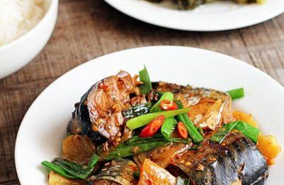 Cách kho cá nục tươi với dứa đậm đà, đưa cơm trong những ngày mưa