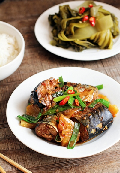 Cách kho cá nục tươi với dứa đậm đà, đưa cơm trong những ngày mưa 1