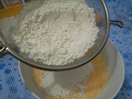 Cách làm bánh bông lan sữa chua càng ăn lại càng thêm thích thú 3