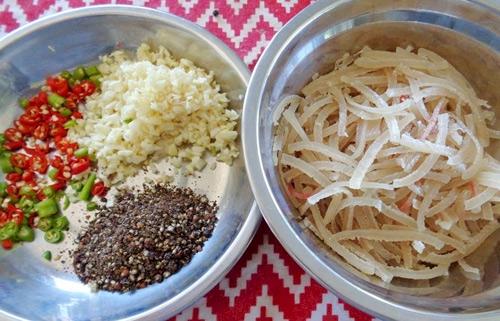 Cách làm nem chua miền Trung đúng chất của người xứ Thanh 2
