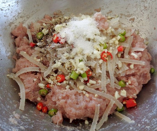 Cách làm nem chua miền Trung đúng chất của người xứ Thanh 4