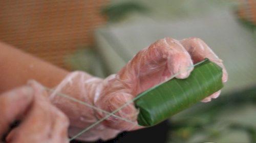 Cách làm nem chua miền Trung đúng chất của người xứ Thanh 5