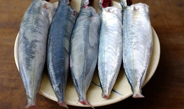Chi tiết các bước kho cá nục kiểu miền Trung ngon ngọt tuyệt vời 2