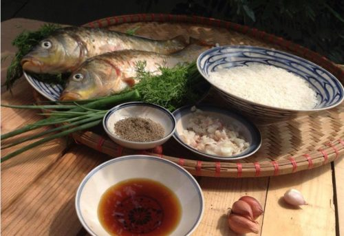 Cách nấu cháo cá chép nguyên con nhìn hấp dẫn, ăn no nê 2