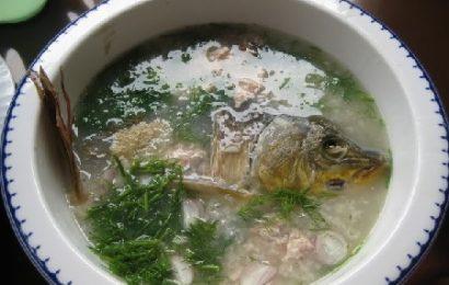 Cách nấu cháo cá chép nguyên con nhìn hấp dẫn, ăn no nê