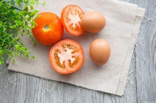 Cách nấu cháo trứng cho bé 9 tháng tuổi với cà chua đầy bổ dưỡng 2