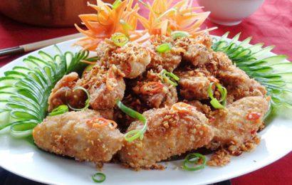 Cách làm cánh gà chiên tỏi ớt nhìn là thấy đẹp, ăn là thấy mê ngay