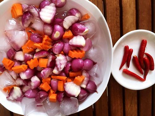 Cách làm hành tím ngâm giấm, món ăn kèm mới tuyệt ngon cho bữa cơm 4