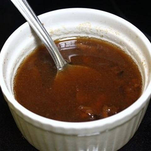 https://www.cooky.vn/cong-thuc/cach-lam-nuoc-mam-me-630 Mỗi món ăn kèm theo hương vị nước chấm riêng. Vì vậy, nước chấm đóng vai trò vô cùng quan trọng với mỗi món ăn. Không có nước chấm ngon và công thức pha chế phù hợp coi như món ăn bị phá hỏng hoàn toàn. Sau đây sẽ là cách làm nước mắm me chấm cá kèo thơm ngon đậm vị . Các bạn hãy cùng emvaobep thực hiện các bước dưới đây. Nguyên liệu chuẩn bị cho nước mắm chấm cá kèo • Thịt me: Trong nam từ này phổ biến, ngoài bắc sẽ có nhiều người không hiểu là thịt gì. Xin bật mí đó chính là thịt bê. Mua một chút khoảng 50 gr là đủ. • Gừng: Đập dập, thái nhỏ • Nước: Đun sôi khoảng một cốc 200 ml. • Nước mắm: Tùy vào độ mặn của nước mắm. Nếu nhà mình dùng loại nước mắm mặn thì nên cho ít hơn. 1 – 2 thìa tùy ý. • Ớt tươi: 1 – 2 quả tùy thuộc vào độ ăn cay của các thành viên trong gia đình. Các bước thực hiện làm nước mắm chấm cá kèo Bước 1: Sơ chế me Thịt me: Rửa sạch và đem luộc chín cùng với một chút muối và gừng sẽ làm me thơm và ngon hơn. Sau đó thái thịt thật mỏng, như thái xào. Nếu mua được me chín thì chần qua nước và thái nhỏ. Bước 2: sơ chế các nguyên liệu khác Ớt: Tách bỏ hạt, băm nhuyễn. Không cho nhiều ớt quá sẽ làm mọi người ăn không ngon, mất vị. Thiếu ớt món ăn sẽ không trọn vị. Vì vậy cách làm nước mắm me chấm cá kèo không thể thiếu ớt. Bước 2: pha nước chấm Lấy nước đun sôi, đổ thịt me thái vào dằm đều đồng thời cho thêm một chút đường nữa Việc làm này sẽ giúp thịt me không bị dai và nước chấm thơm ngon tự nhiên. Tiếp đến cho nước mắm và ớt tươi khuấy đều. Cho mọi thứ được hòa quyện với nhau. Nếm xem nước chấm đã đủ vị chưa, cần thiết có thể điều chỉnh thêm bớt một số vị khác theo khẩu vị của mình. Bước 4: hoàn thành và thưởng thức Nếu cẩn thận bạn có thể đun lại một lần nữa trước khi ăn. Nước chấm vừa nóng hổi vừa đảm bảo vệ sinh an toàn thực phẩm. Nước mắm me có thể chấm được nhiều món ăn, nhưng đặc biệt nhất vẫn là chấm với cá kèo. Vị ngọt của cá kèo xen lẫn vị cay của nước chấm làm nên món ăn đặc trưng của 