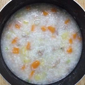 Chi tiết cách nấu cháo thịt băm tía tô ngon theo kinh nghiệm của emvaobep 5