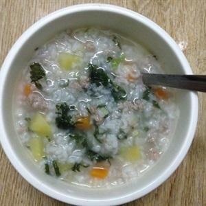 Cách nấu cháo thịt băm tía tô ngon theo kinh nghiệm của emvaobep