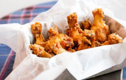 Mách bạn món cánh gà chiên muối ớt rất kích thích vị giác người ăn
