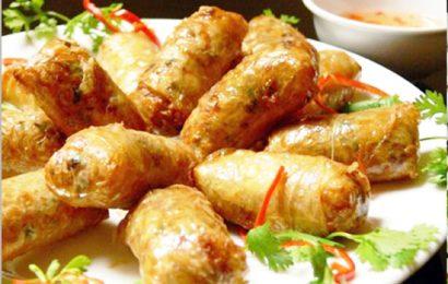 Các bước làm món chả bánh đa nem truyền thống của người Việt
