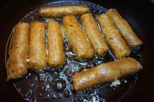 Các bước làm món chả bánh đa nem truyền thống của người Việt 4