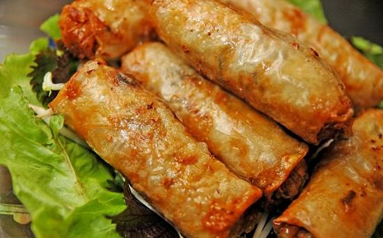 Các bước làm món chả bánh đa nem truyền thống của người Việt 5