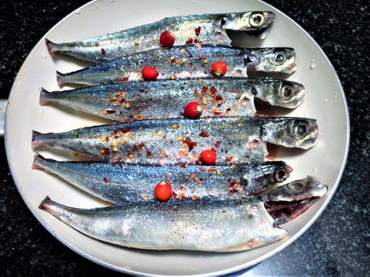 Khám phá cá biển kho tiêu dậy hương hấp dẫn cho mùa đông lạnh 3