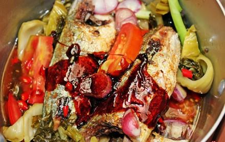 Mách bạn cách kho cá ngân thơm ngon với dưa chua kích thích vị giác 4