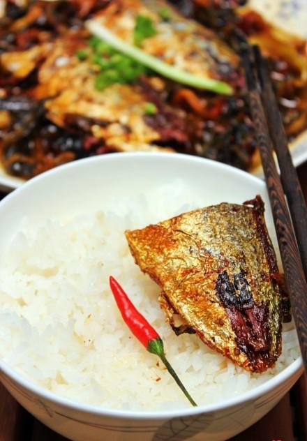 Mách bạn cách kho cá ngân thơm ngon với dưa chua kích thích vị giác 5