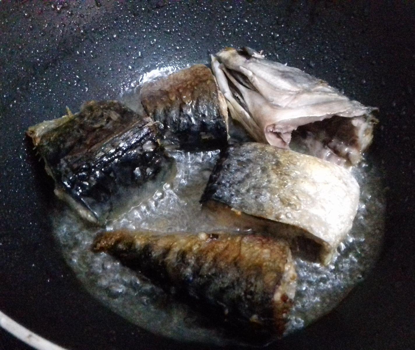Trổ tài nấu nướng với cách làm món cá kho cà chua đặc biệt này 3