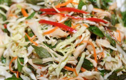 Cách làm nộm gà xé phay bắp cải thơm ngon cho bữa ăn không bị ngán