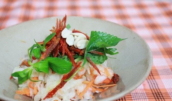 Học cách làm nộm su hào thịt bò khô thơm ngon, hấp dẫn với emvaobep 6