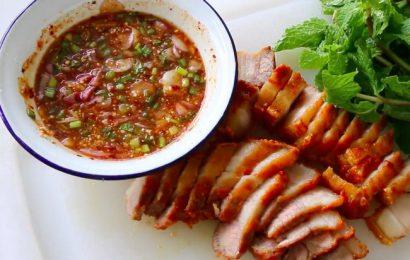 Học ngay cách pha nước chấm thịt lợn quay ngon chuẩn vị