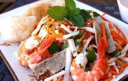 Cách làm gỏi hải sản ngó sen – tưởng không dễ mà dễ không tưởng