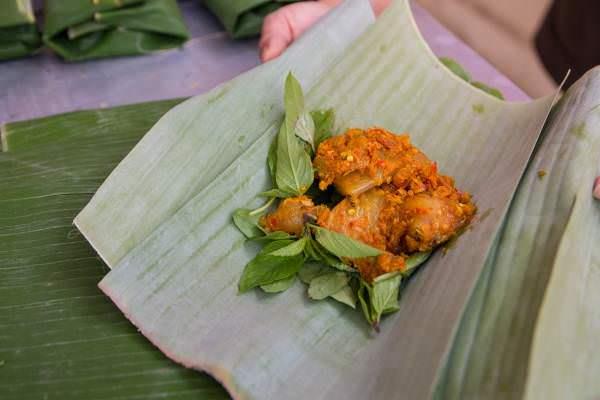 Món cá nướng lá chuối vô cùng độc đáo với hương vị lạ miệng 6