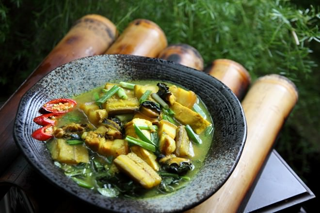Bạn có biết món ốc om chuối dân dã và truyền thống này không?