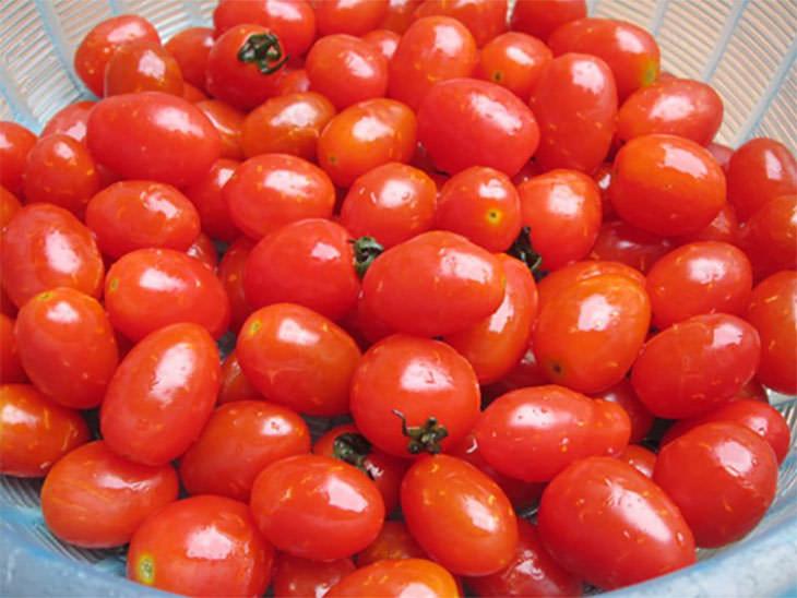 Thực hiện dễ dàng với cách làm mứt cà chua bi khô siêu dễ này 2