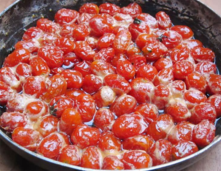 Thực hiện dễ dàng với cách làm mứt cà chua bi khô siêu dễ này 3