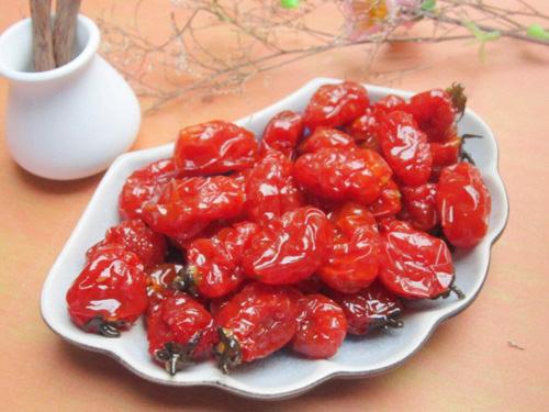 Thực hiện dễ dàng với cách làm mứt cà chua bi khô siêu dễ này 4