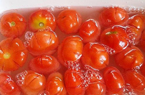 Tỉ mẩn với cách làm mứt cà chua dẻo hấp dẫn cho ngày Tết cổ truyền 4