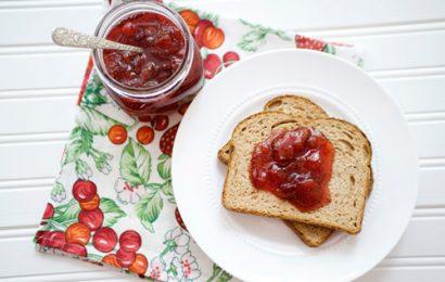 Cách làm mứt dâu tây ăn với bánh mì cho bữa sáng tràn đầy năng lượng