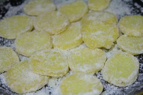 Bật mí tuyệt chiêu cách làm mứt khoai tây không cần nước vôi