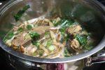 cách nấu canh măng khô với sườn 4