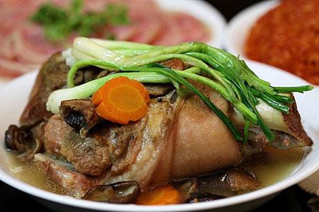 Cách nấu giò heo hầm măng khô kiểu mới bạn nên biết