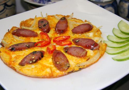 """Khám phá món lạp xưởng chiên trứng kiểu """"pizza Việt Nam"""" độc đáo"""