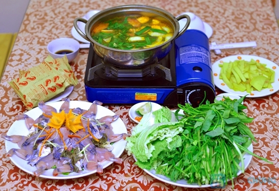 Cách nấu lẩu ếch măng chua cay cho mùa Đông thêm ấm áp
