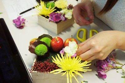 cách cắm hoa xen quả