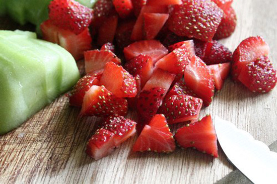 cách làm kem sữa chua hoa quả 1