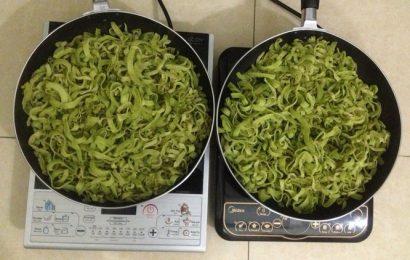 Khéo tay hay làm với cách làm mứt dừa vị trà xanh