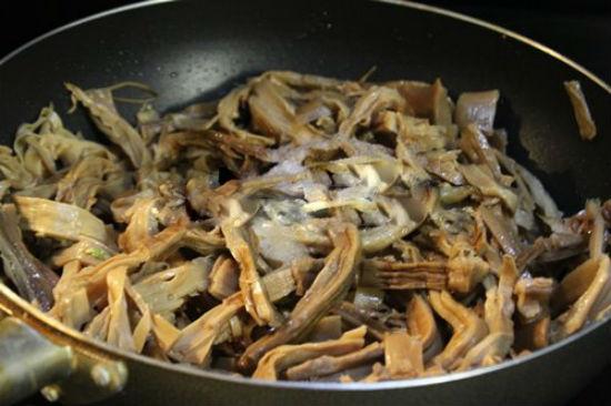 cách nấu măng khô với gà 4