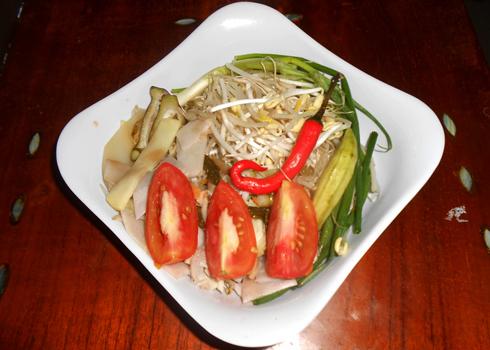 cá bông lau nấu măng chua