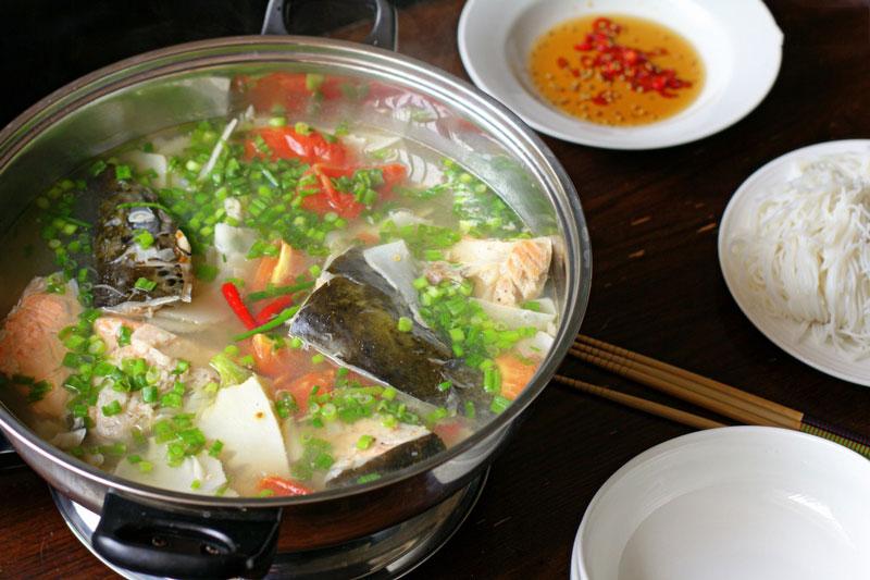 cách nấu lẩu cá hồi măng chua