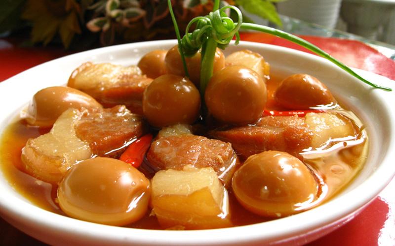 cách nấu thịt kho tàu trứng cút