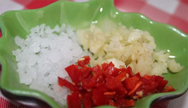 cách ướp thịt gà nướng muối ớt 2